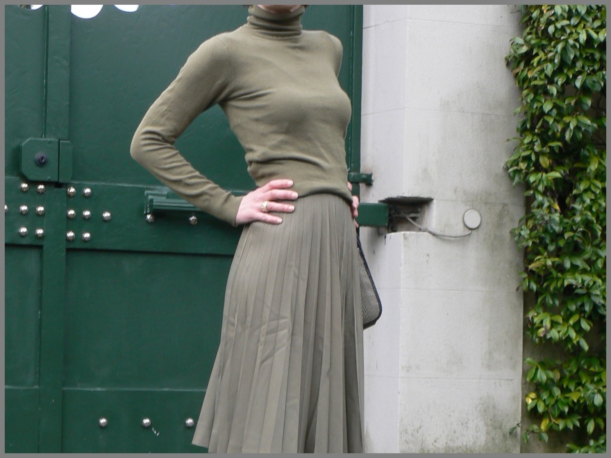 Green swearter, green skirt, raining style, vintage, vintage style, my styl