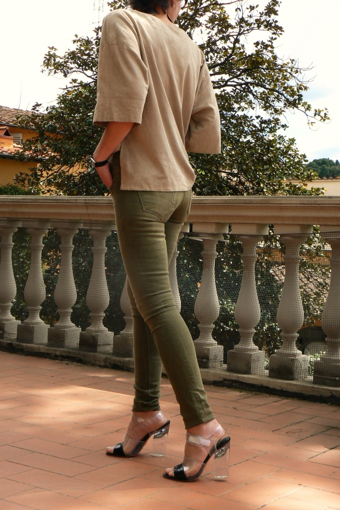 New outfit, vintage style, vintage outfit, Anastasia, Florence, Prada shoes, trasparent shoes, nude trasparent, Cavalli scarf, Cavalli skirt, alcantara shirt, Miss Trendy collana, cool style, green pants, Studio Dress, Miss Trendy, tigre,