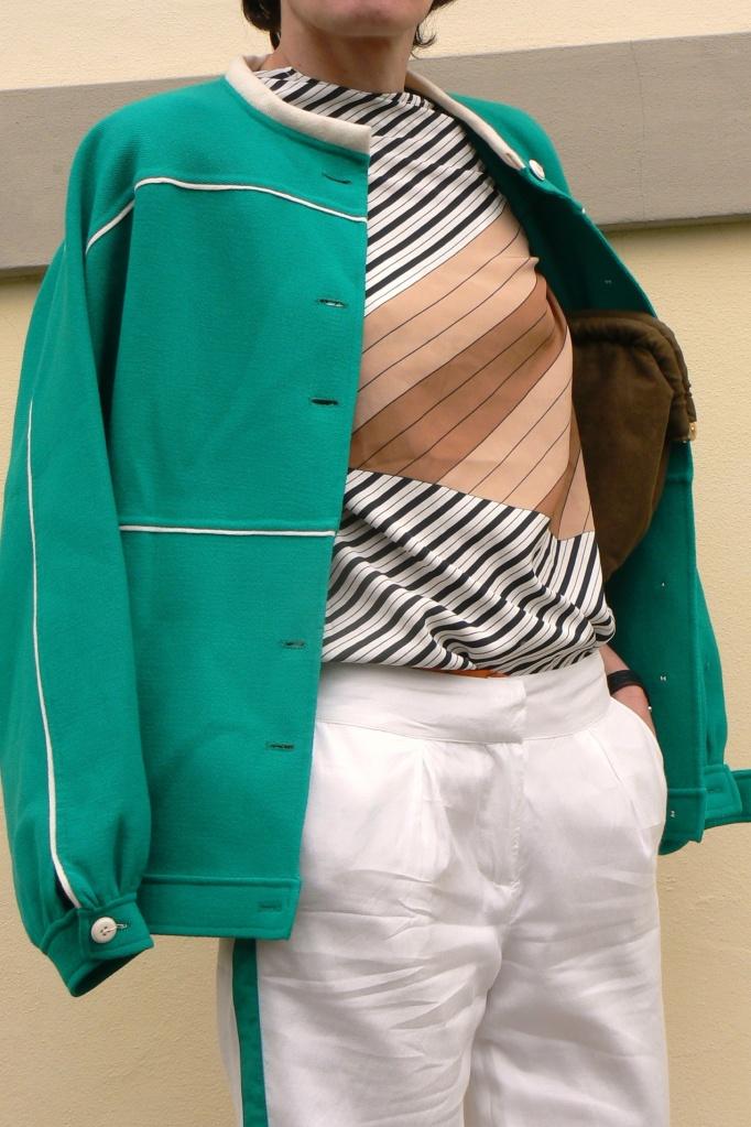 Fashion, completo verde e bianco, giacca verde, pantaloni bianchi, white and green pants, Anastasia, Florence, Prada shoes, vintage style, vintage outfit, Anastasia's style, vintage bag, white and green, fantasy look, completo giacca e pantalone.