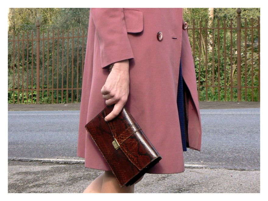 New outfit, vintage coat, alternativa al solito piumino, mocassini, outfit con mocassini, blue skirt, striped sweater, cheap outfit, Max Mara skirt, skirt Hand Made, Anastasia, Florence, my vintage style, pochette, new pochette, vintage pochette, H&M, B&C  shoes,