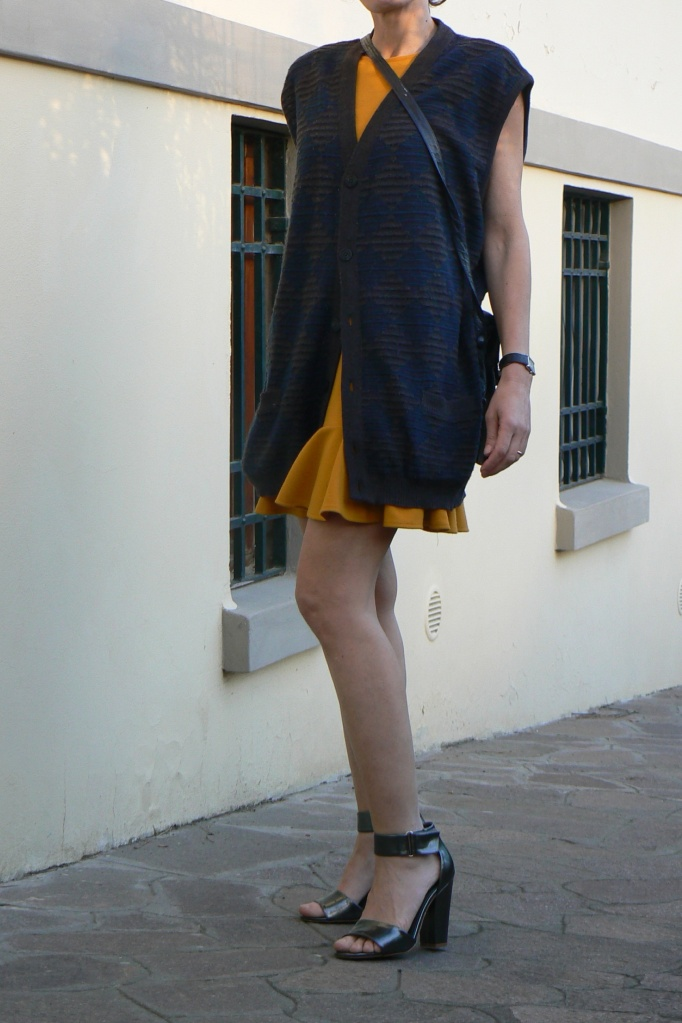 Asos dress, yellow dress, silver sandals, gilet, super gilet, vintage bag, blue bag, Anastasia style, Florence, new outfit, cool outfit, come indossare un vestito giallo, dress,