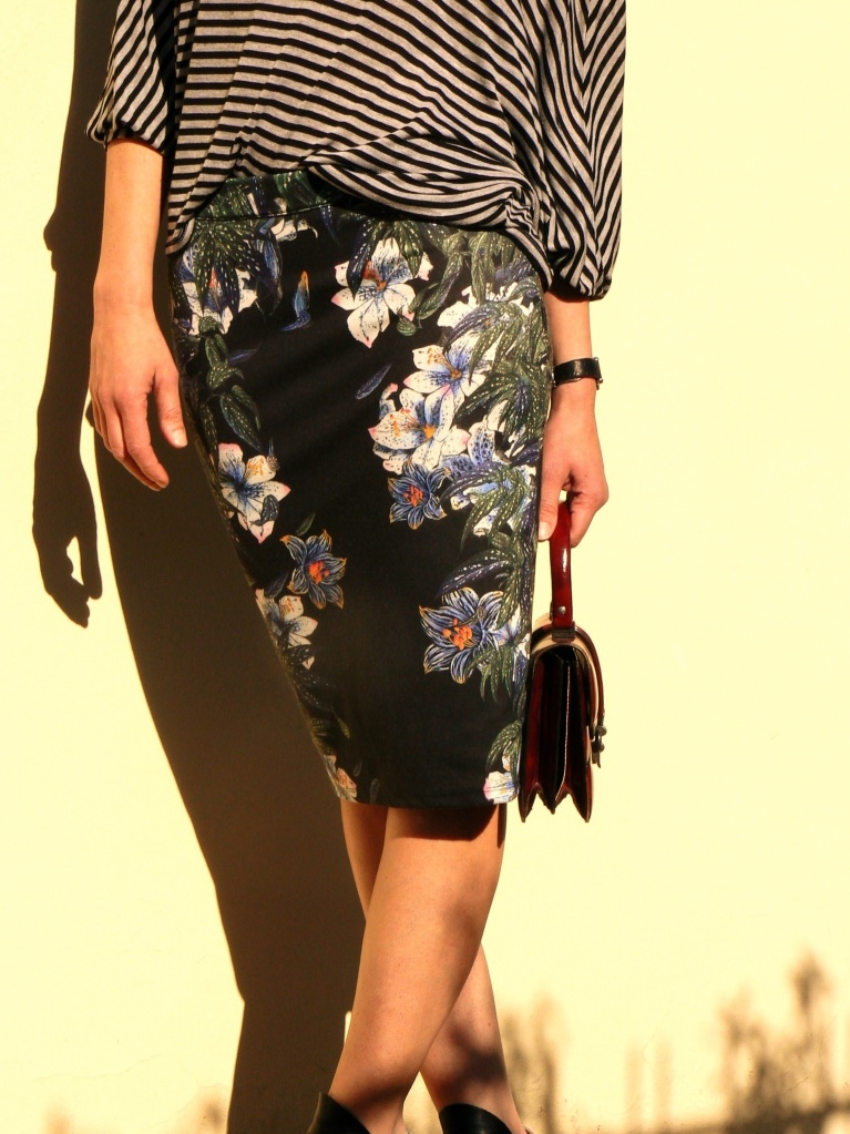 Longuette, longuette a fiori, long skirt, Romwe t-shirt, Balenciaga shoes, vintage bag, working look, new look, cool look, Anastasia style, Florence, vintage style vintage, soul look, soul, flower skirt, riche con fiori, look righe con fiori.