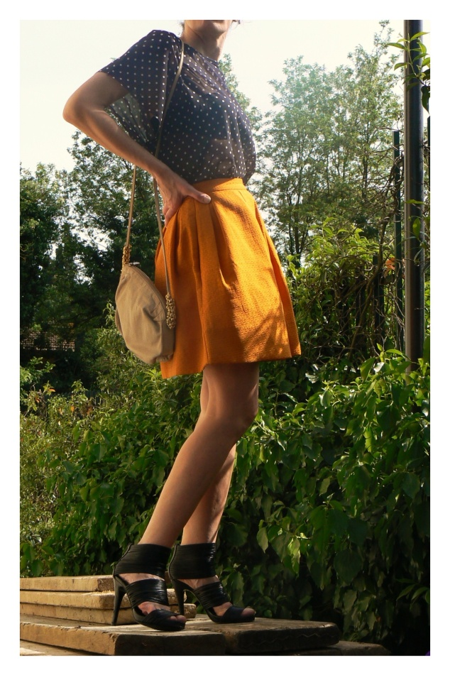Gonna arancione, gonna a palloncino, polka shirt, fendissima bag, Zara shoes, new outfit, Anastasia, mysouldress, Anastasia's style, vintage style, arancione, bianco e nero, glamour style, cool style, trendy, Florence.