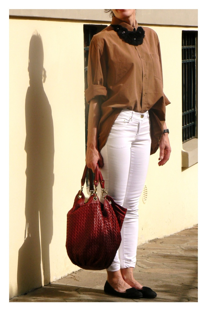 White pants, brown shirt, Red bag, vintage bag, vintage style, my life, Anastasia, Florence, brown&white, working look, casual look, new outfit, Anastasia's style, H&M, Max Mara shirt, bonprix pants, Asos shoes,