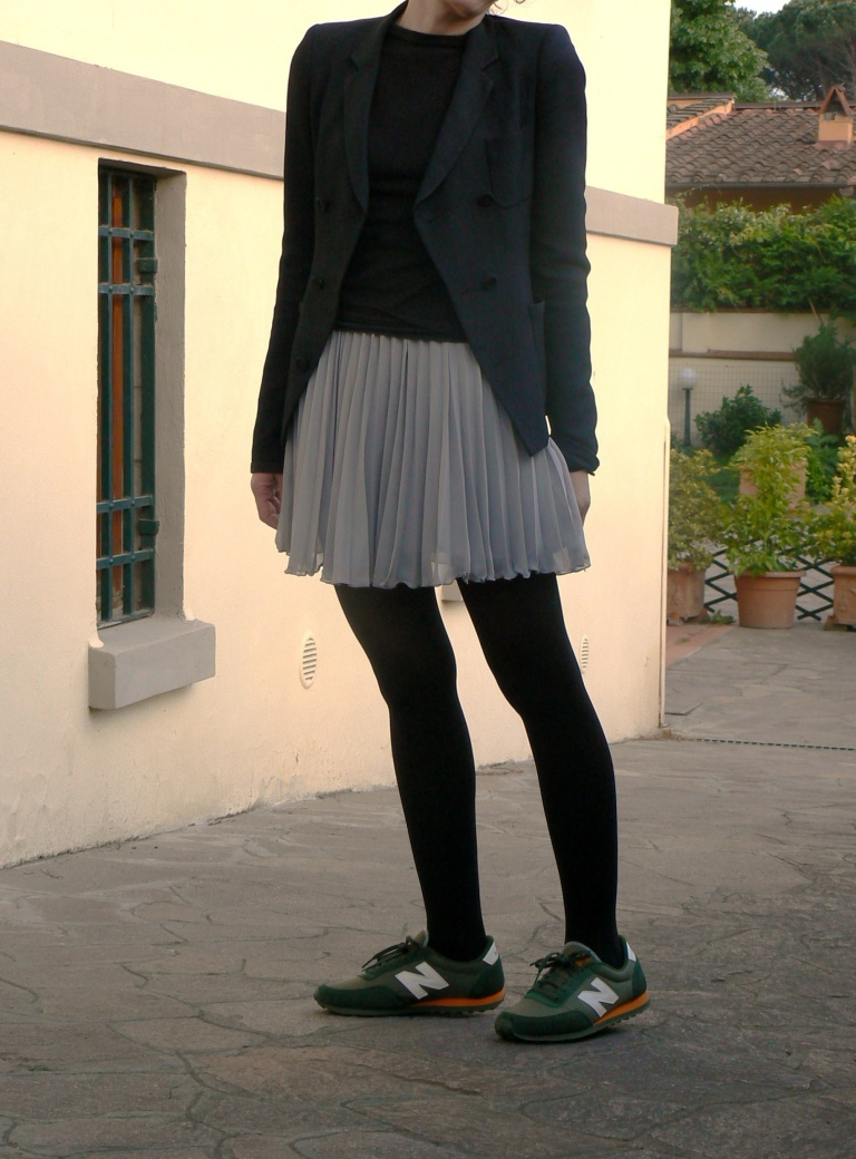 New Balance, Anastasia style,new outfit, H&M skirt, Benetton t-shirt, Balenciaga jacket, black jacket, trasparent skirt, grey skirt, green shoes, green New Balance, Florence, vintage style, casual look, cool look, glamour look, look of the day, é tornato il freddo, fashion blogger,