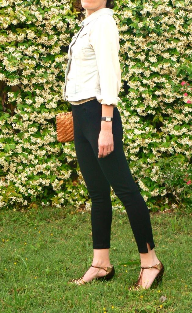 Black pants,white shirt, golden shoes, vintage bag,denim jacket, vintage necklace, working look, new outfit, Anastasia style. Florence, vintage style, cool outfit, pollini shoes, I Blues shirt, H&M pants, Zara denim jacket, borsa di  rafia.