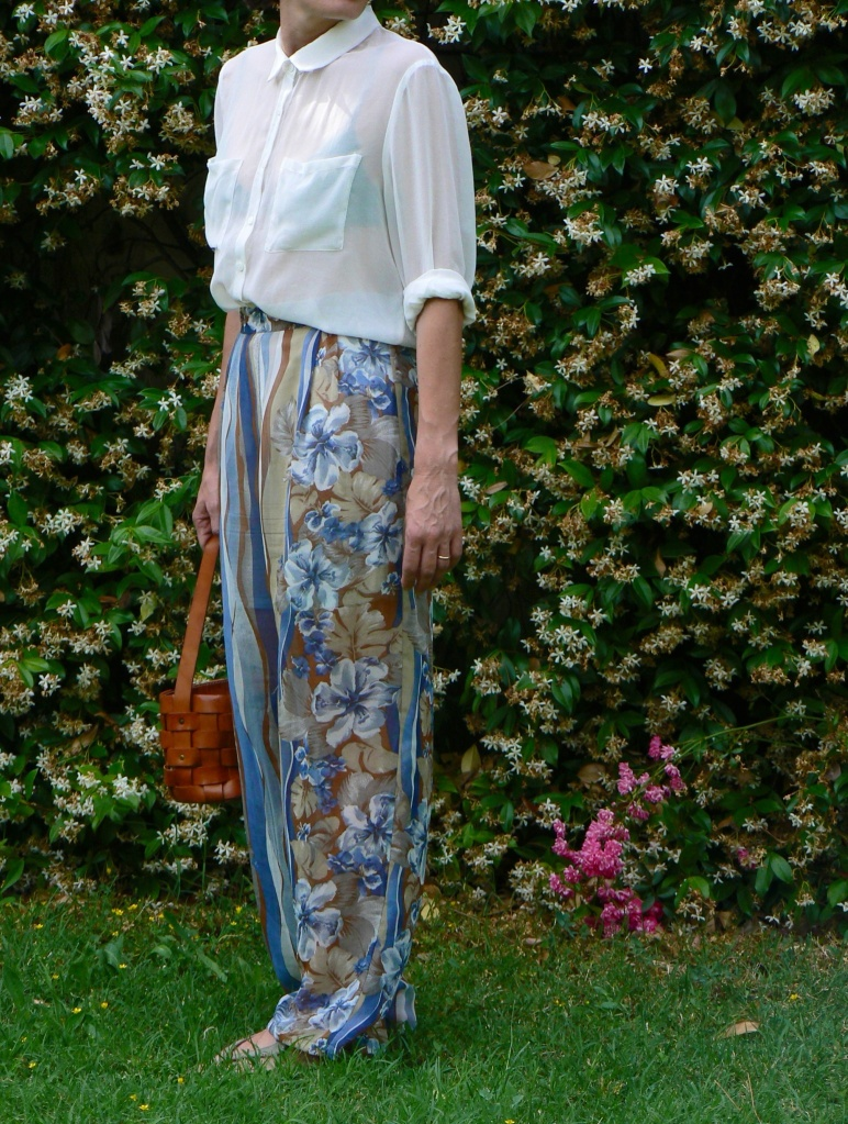 Trasparent pants, trasparent shirt, new outfit, fantasy pants, white shirt, Anastasia style, Florence, Florence style, florence street style, Prada bag, Zara shirt, casual outfit, Spring outfit, fashion blog, vintage pants, trasparent look, cheap&chic, cheap outfit
