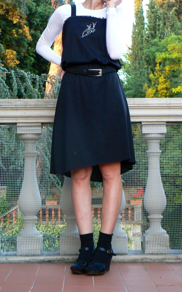 Vintage dress,black dress, white t-shirt, sandals, socks and sandals, Leopard shirt, Anastasia style, vintage style, cheap outfit, Florence, Kookai, Asos Asos shoes, Benetton t -shirt,