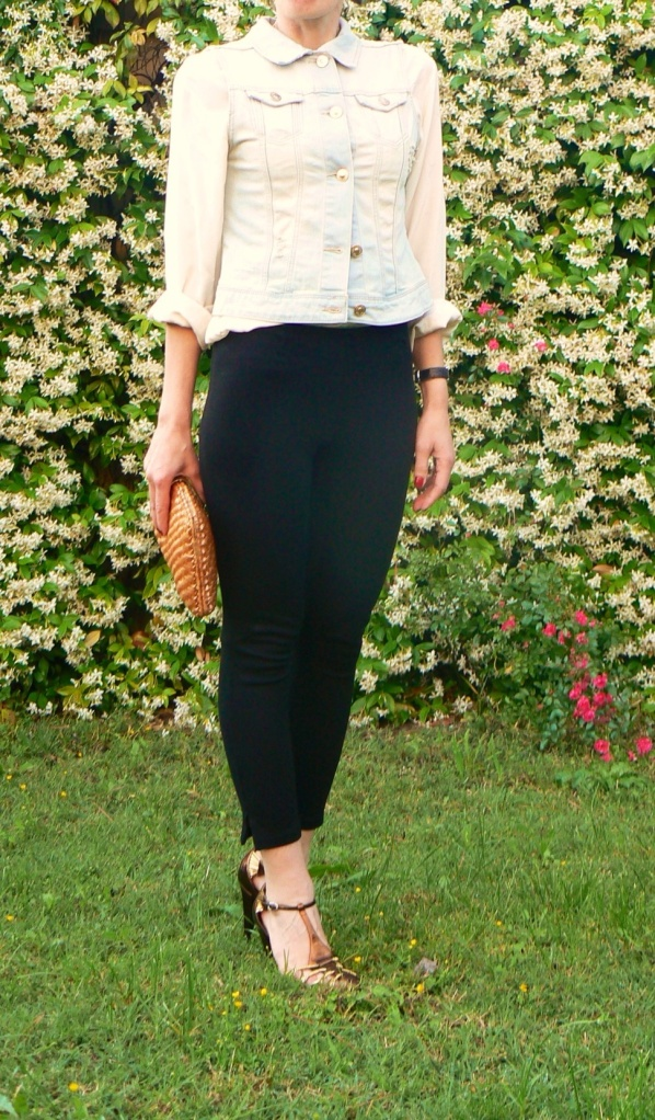 Black pants,white shirt, golden shoes, vintage bag,denim jacket, vintage necklace, working look, new outfit, Anastasia style. Florence, vintage style, cool outfit, pollini shoes, I Blues shirt, H&M pants, Zara denim jacket, borsa di rafia.