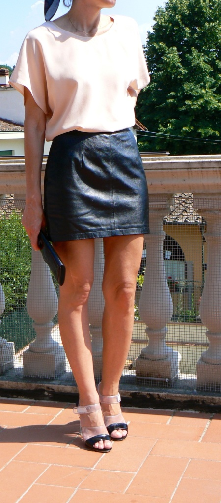 Max Mara, cheap, cheap outfit, gonna di pelle, leather skirt, come indossare una gonna di pelle, minigonna, trasparent shoes, vintage style, Anastasia style, vintage, italian fashion blogger, fashion blogger, new outfit, Florence, consigli si stile, style, my daily style.