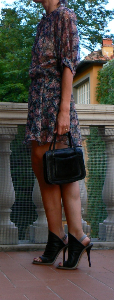 Vintage style, Florence, style, vintage dress, Marni shoes, vintage bag, floral dress, print dress, vintage dress, black shoes, italian fashion blogger, fashion blogger, new outfit, summer Look