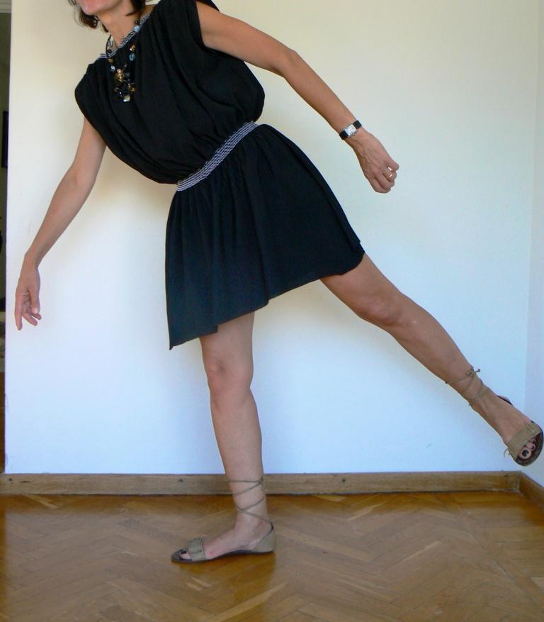 Vintage shirt, vintage style, white skirt, black dress, emporio Armani, sandali handmade, vi tage style, white outfit, new outfit, italian fashion blogger, fashion blogger, blogger, Anastasia style, Florence, cheap outfit,