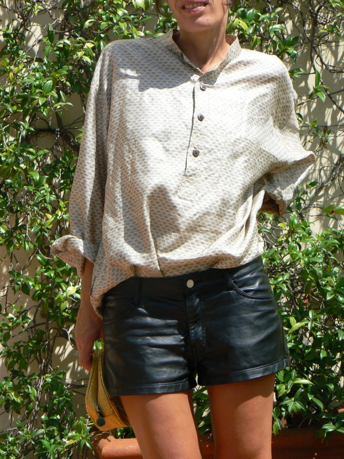 Zara shorts, Leather shorts, black shorts, silk shirt, vintage shirt, new look, superga sneakers, white superga, Anastasia style, Florence, new outfit, italian fashion blogger, blogger, stella Mc Cartney bag, yellow bag, yellow, vintage style, casual outfit,