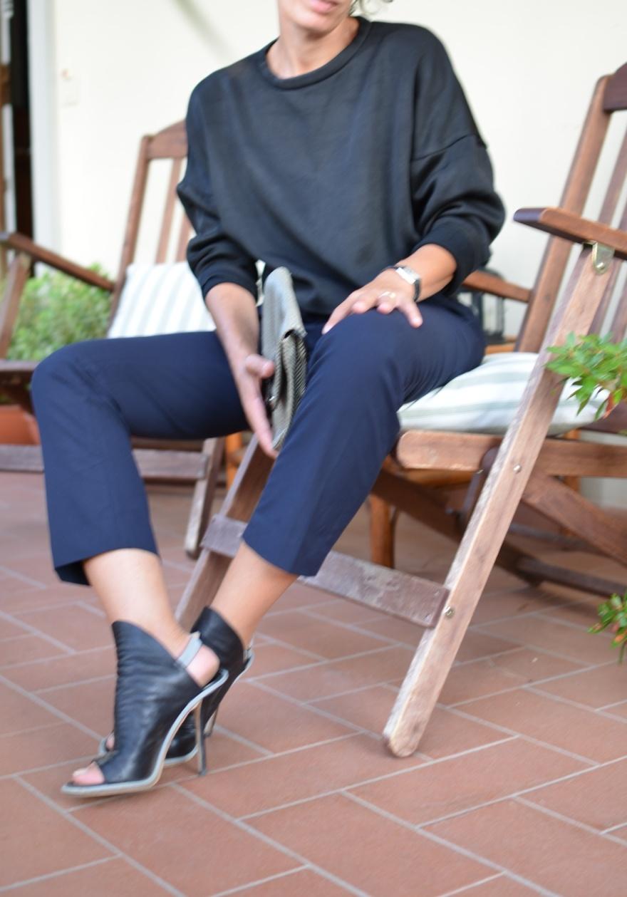 Blue pants, pants, Zara sweater, Zara, black sweater, marina yachting pants, Balenciaga shoes, Nazzareno Gabrielli bag, black and white bag, Anastasia style, mysouldress, Florence, new outfit, italian fashion blogger, fashion blogger,