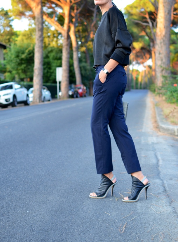 Blue pants, pants, Zara sweater, Zara, black sweater, marina yachting pants, Balenciaga shoes, Nazzareno Gabrielli bag, black and white bag, Anastasia style, mysouldress, Florence, new outfit, italian fashion blogger, fashion blogger,