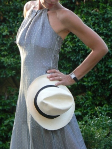 londress, long dress, grey, grey dress, trasparent dress, anastasia style, florence, vintage dress, my life, zara sandals, trasparency, summer outfit, cappello di paglia, borsalino, come portare un cappello di paglia, new outfit, italian blogger, fashion blogger,