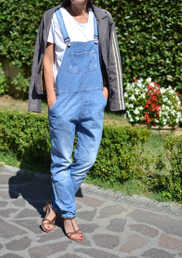 Denim overlap, white t-shirt, Marni shoes, vintage style, jacket, brown jacket, Anastasia style Florence, new fashion blog, vintage fashion blog, blog low cost,