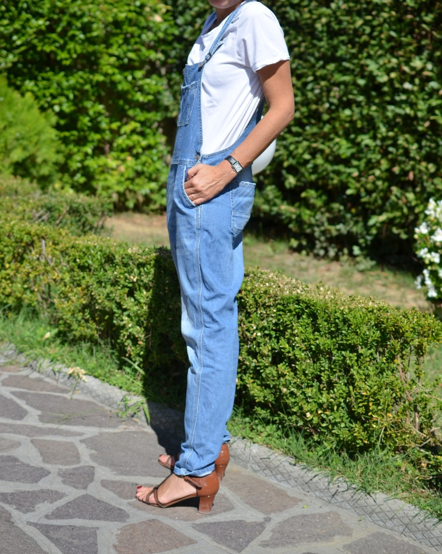 Denim overlap, white t-shirt, Marni shoes, vintage style, jacket, brown jacket, Anastasia style  Florence, new fashion blog, vintage fashion blog, blog low cost,