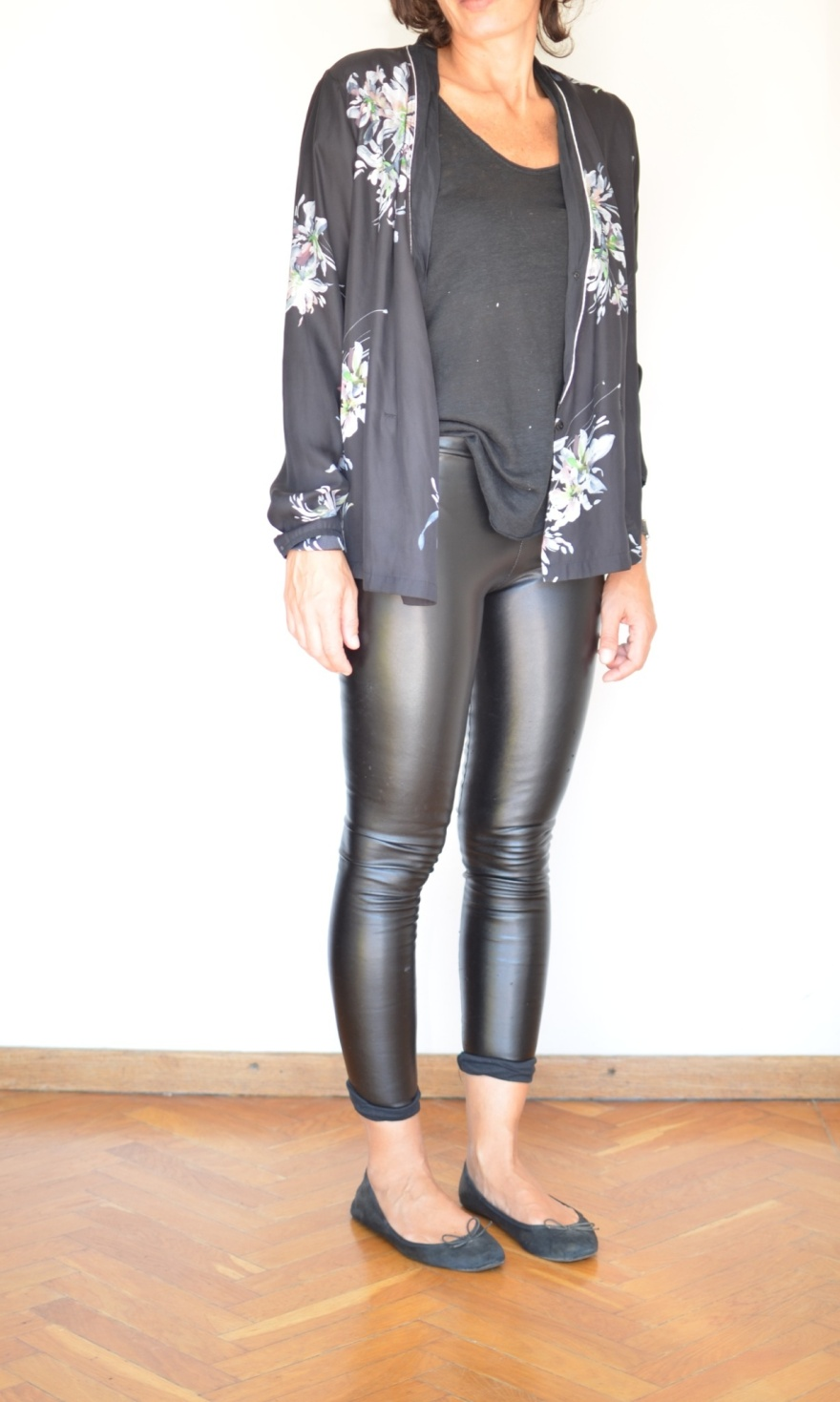New in blog, Zara shirt, ecoleather leggings, Zara t-shirt, blac t-shirt, ballerine nere. Look per un aperitivo, Anastasia style vintage style. Florence,