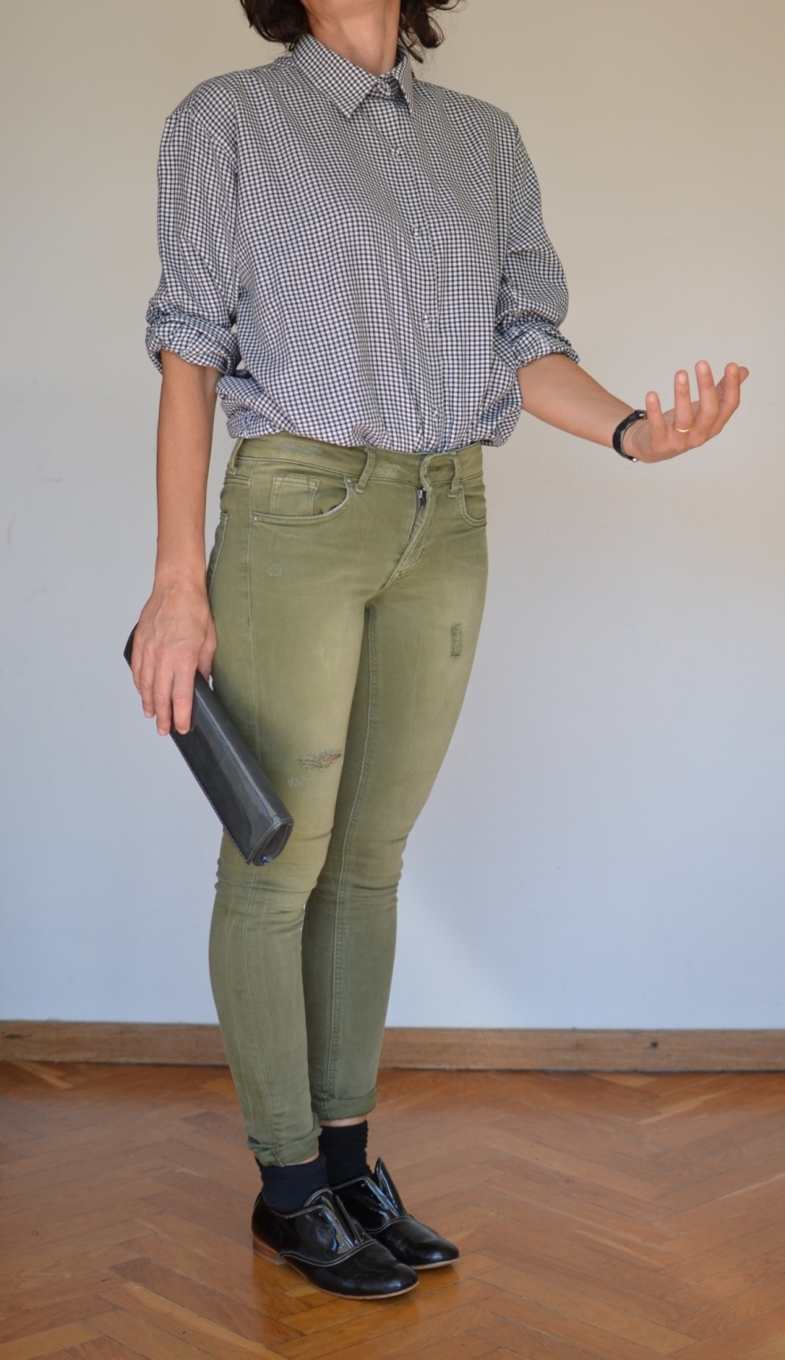 Jeans, denim, green denim, skinny jeans, H&M jeans, camicia a quadrettini. Zara shoes, quadretti bianco e nero, socks, mocassini neri, mocassini, Anastasia style, Florence, new outfit, casual outfit, outfit for work