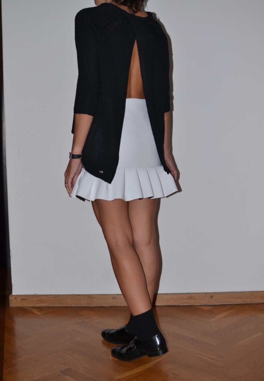 White skirt, skirt, Zara skirt, Zara sweater, black and white, H&M shoes, boy shoes, Anastasia style, Florence, cool outfit, mezza stagione, calzini e mocassini, socks and shoes.