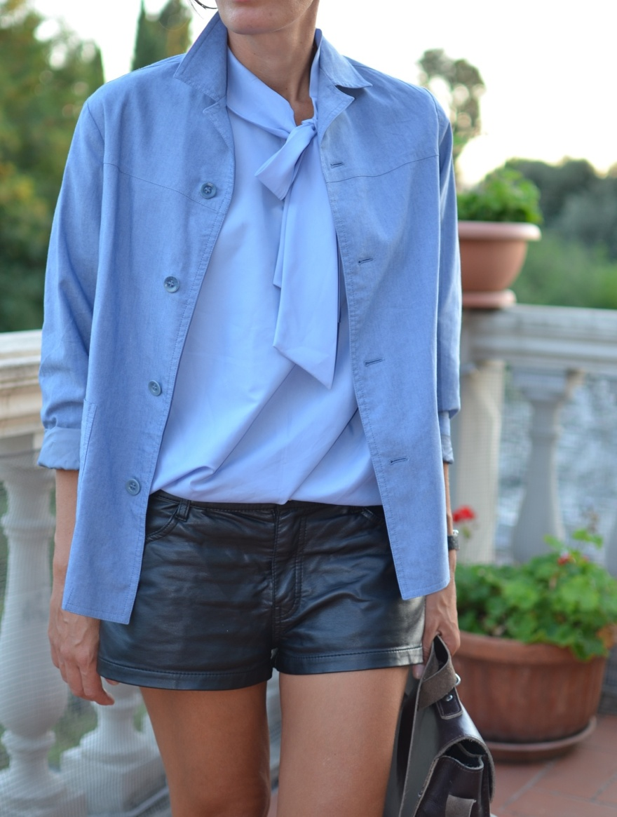 Light blue, light blue shirt, silk, silk shirt, light blue jacket, leather shorts, handmade bag, borsa per la scuola, vecchia borsa per la scuola, vintage style, vintage outfit, Anastasia, mysouldress, new outfit, fashion blogger, fashion, cool outfit, mocassini neri, mocassini di vernice, Zara shoes