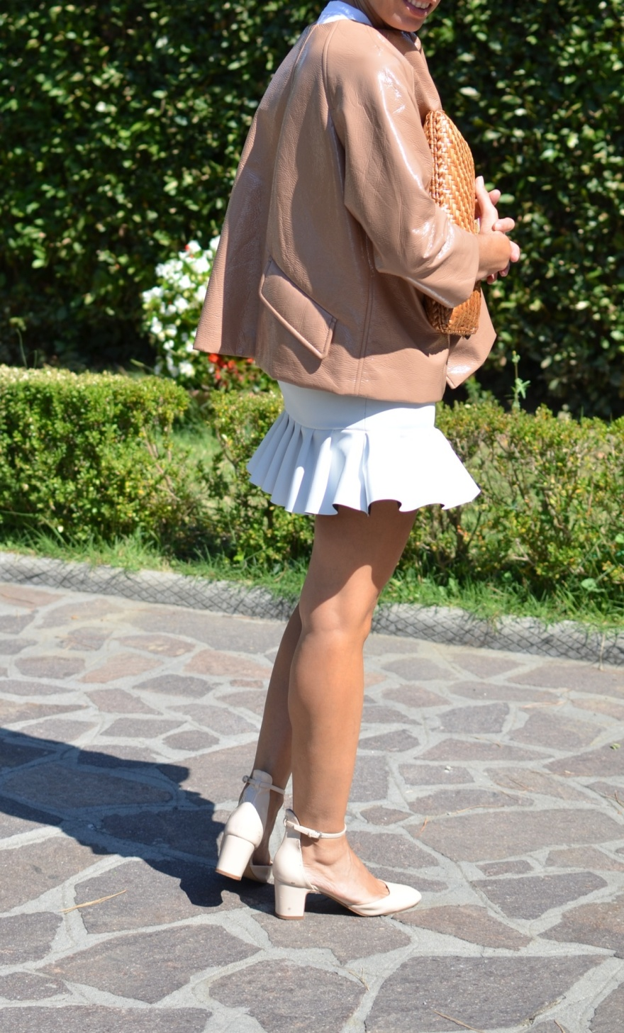 White skirt, skirt, gommage, pink jacket, leather jacket, vintage outfit, Anastasia, mysouldress, new outfit, fashion blogger, fashion, cool outfit, pink sandals, Zara shoes