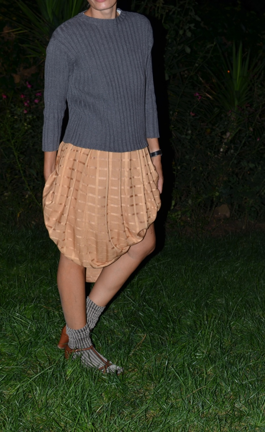 Vintage skirt, orange skirt, grey sweater, new in mysouldress, vintage style, Marni shoes, Marni sandals, Emilio Cavallini socks, Anastasia style, Florence, barbecue style, look per un barbecue, fashion blog, new look, italian fashion blogger