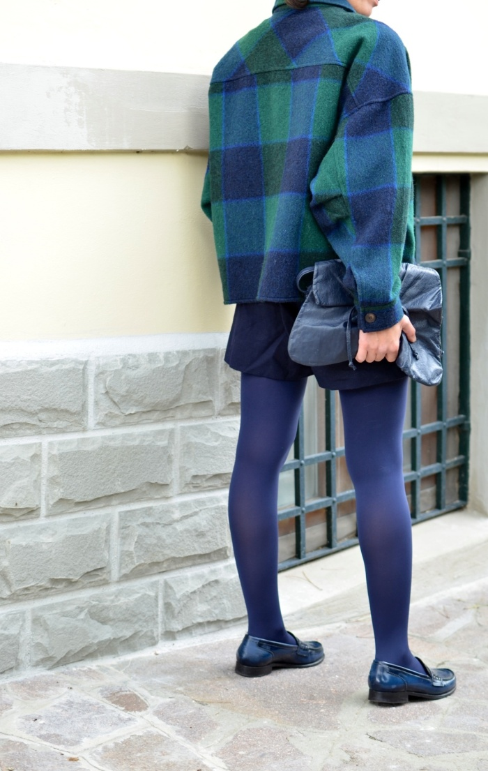 Vintage shorts, shorts a vita alta, blue shorts, oversize jacket, camicia a quadrettoni, blue e verde, mocassini blue, mocassini B&C, borsa blue vintage, new outfit, casual outfit, working outfit, vintage style, vintage blog, italian fashion blog, Florence, Anastasia stile, mysouldress,
