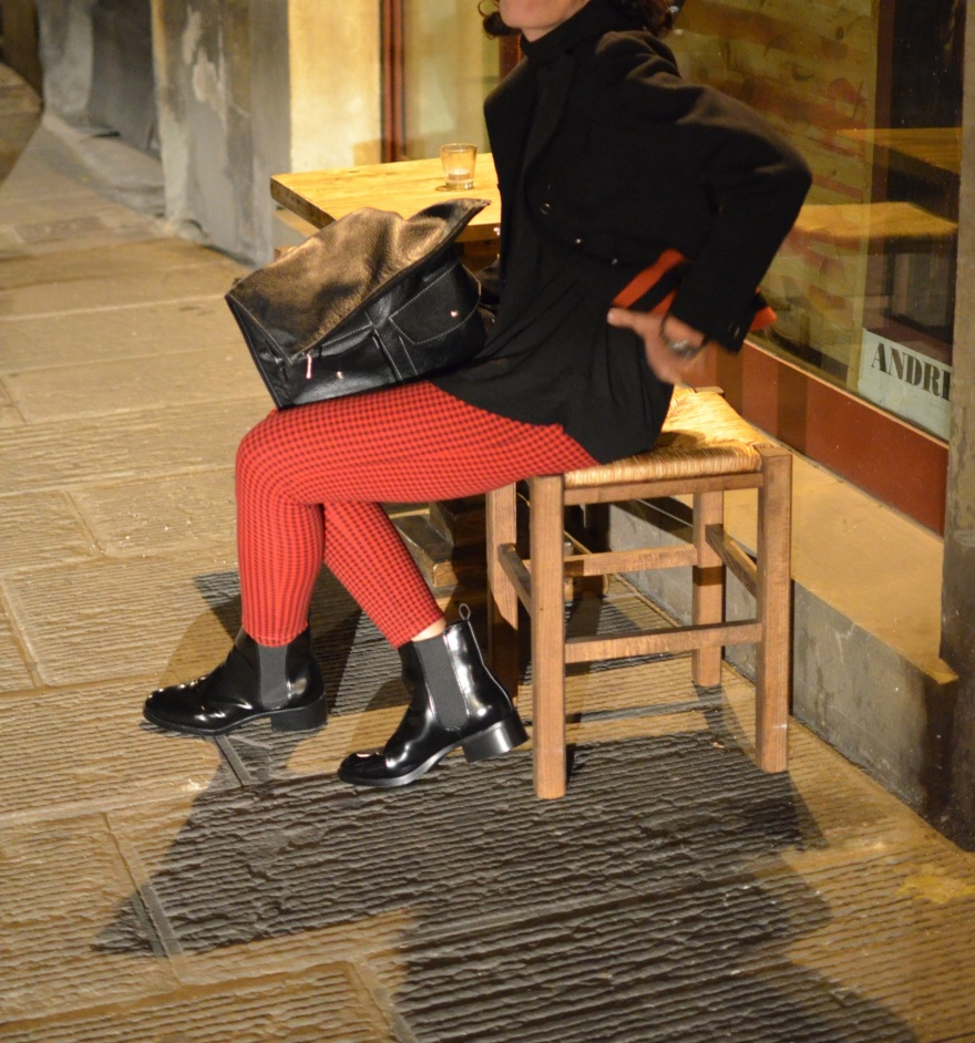 Pantaloni skinny Zara, pantaloni quadrettini rosso e nero, giacca vintage, sweater Zara, stivaletti B&C, vintage bag, black boots, outfit serata tra iMac, casual outfit, mysouldress, new in blog, fashion blogger, vintage fashion blogger, Zara, Zara Kids,