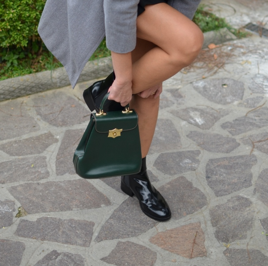 Zara top, vintage skirt, vintage coat, grey coat, black shoes, B&C shoes, B&C boots, total black, green bag, bold pfeil bag, fashion blogger, vintage blog, italian fashion blogger, outfit per una cena tra amici outfit per una festa, party outfit, Anastasia style, my vintage il vintage di mysouldress, fiera del vintage
