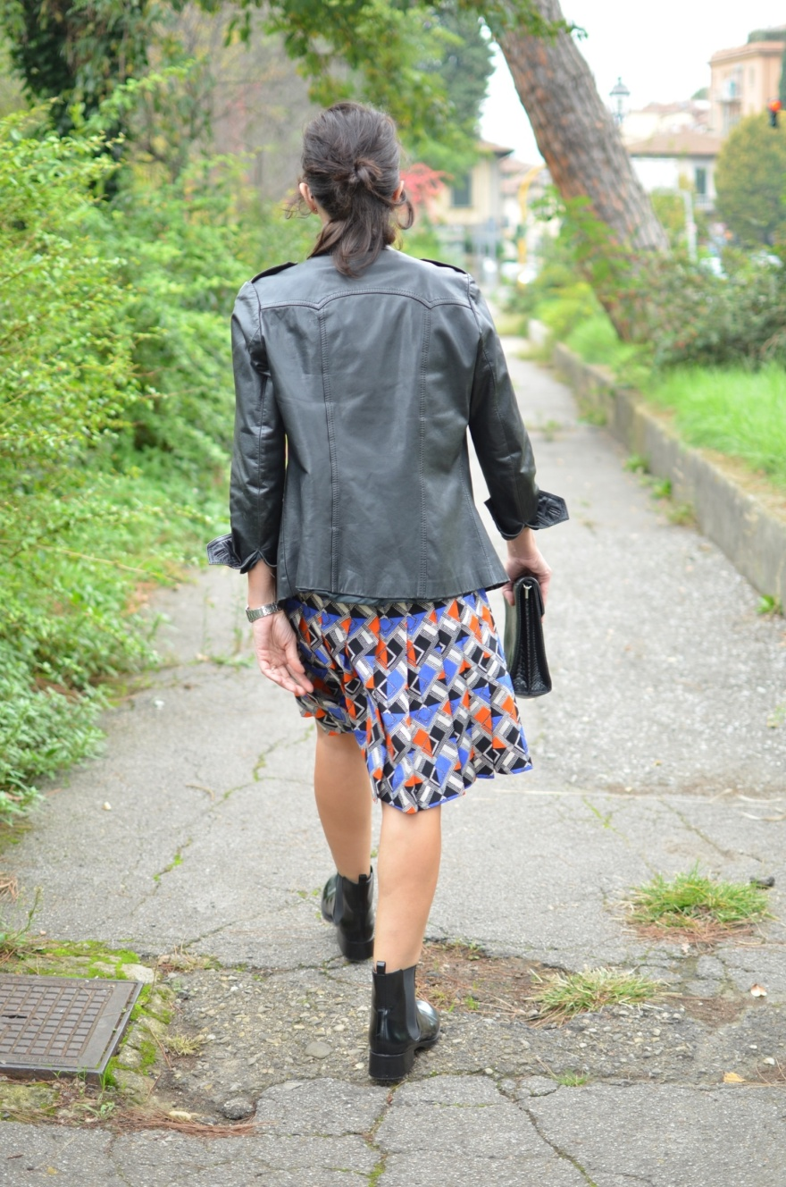 Vintage hacker, vintage skirte, vintage bag, Benetton sweater, Zara boots, black boots, stivaletti con le gonne, gonna po, pop style, fantasi skirt, Anastasia style, new in blog mysouldress, Florence, italian fashion blogger,  vintage blog, blogger,