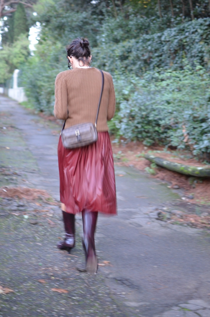 Gonna Bordeaux, burgundy, gonna a pieghe, gonna longuette, Benetton sweater, Gianfranco Ferré boots, burgundy boots, Laura biagiotti bag, vintage style, Anastasia style, Florence, italian fashion blogger, fashion blogger, vintage blog,