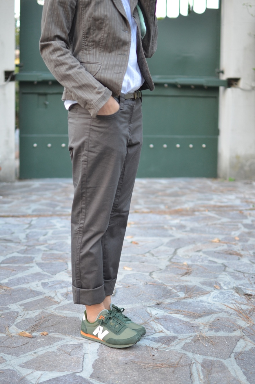 Brown pants, brown jacket, vintage jacket, new Balance, sneakers, H&M bag, green sneakers, Anastasia style, vintage blog, casual outfit, new in blog, italian fashion blog, Florence