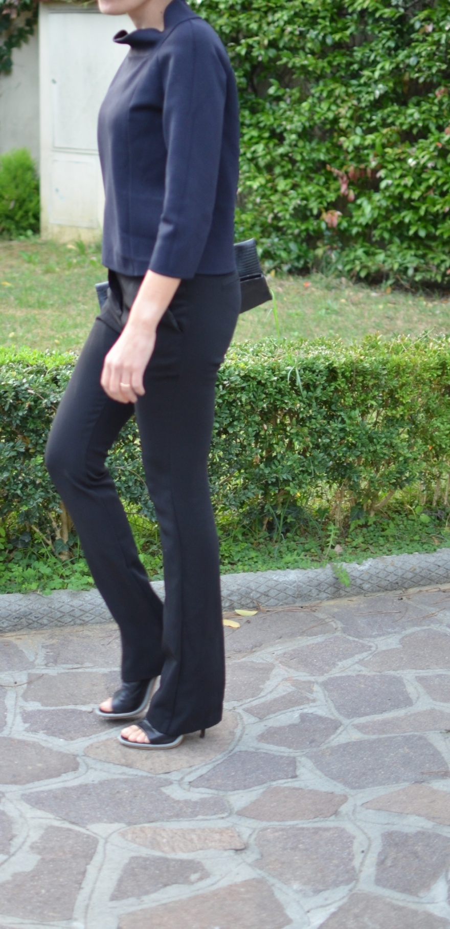 Massimo Rebecchi pants, Max Mara sweater, neoprene, Balenciaga shoes, vintage da, blue and black, Max Mara, Balenciaga, black sandals, Florence, mysouldress, italian fashion blogger, vintage blog.