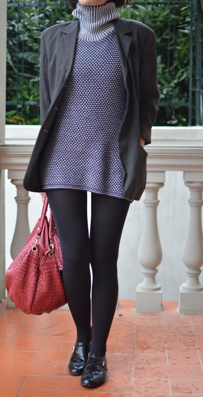 Fantasy sweater. Casual sweater, sweater and dress, Prisma jacket, H&M shoes, mocassini, come indossare i mocassini, blue and white dress, Red bag, vintage bag, italian fashion blog, vintage blog.