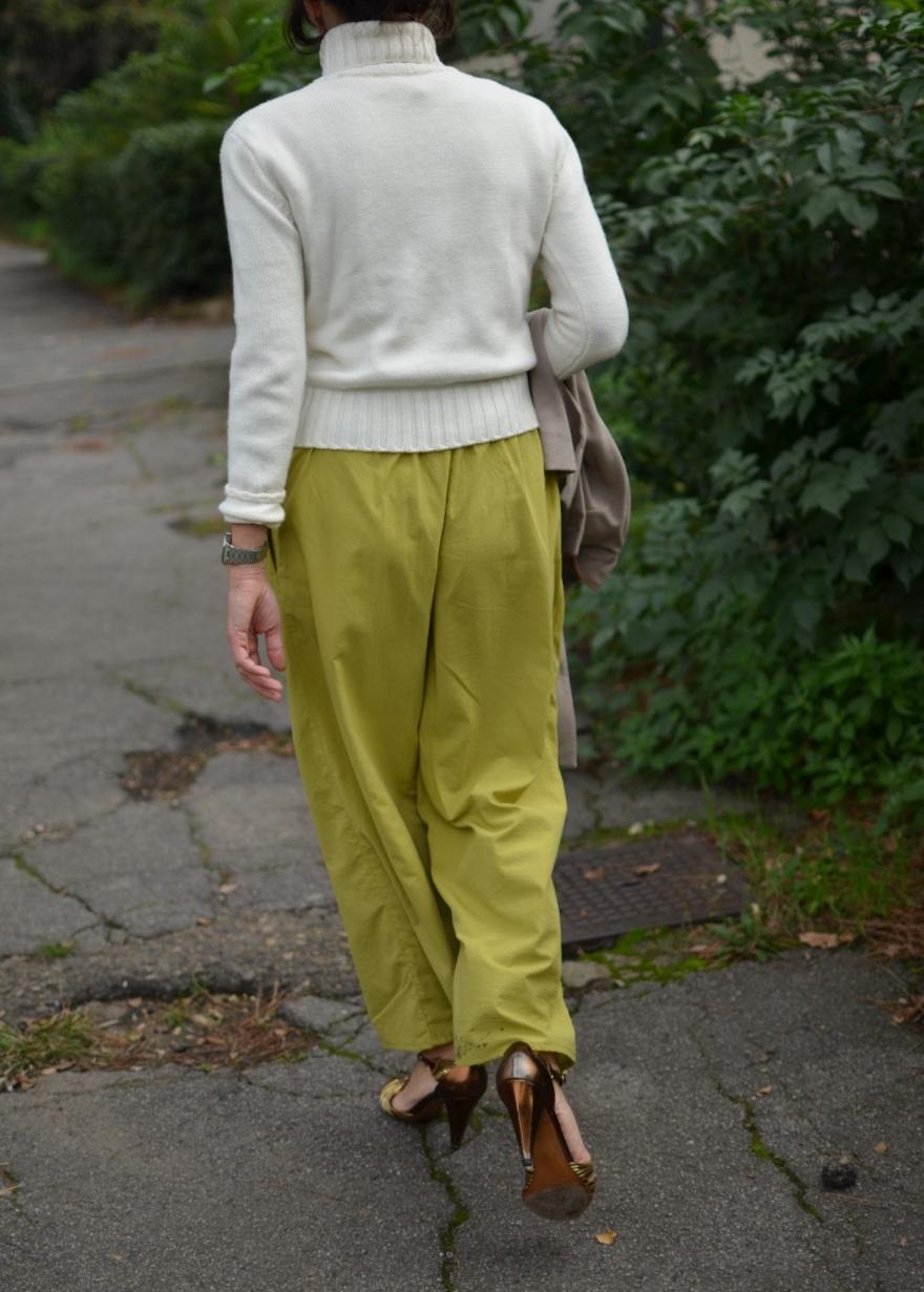 Benetton sweater, vintage pants,a Marni, Marni cape, pollini shoes, sandali dorati, sandals, pollini sandals, vintage bag, Anastasia style, italian fashion blogger, vintage blog, vintage blogger, Florence,