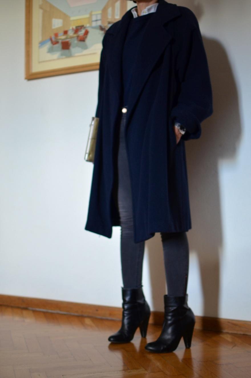 "<a href=""https://mysouldress.files.wordpress.com/2013/11/image83.jpg""><img src=""https://mysouldress.files.wordpress.com/2013/11/image83.jpg"" alt=""Vintage coat, blue oversize coat, grey jeans, H&M jeans, H&M boots, blue coat, principe coat, principe, Anastasia style, mysouldress,italian fashion blogger, fashion blog, vintage blog, "" width=""788"" height=""1254"" class=""alignnone size-full wp-image-4425"" /></a>"