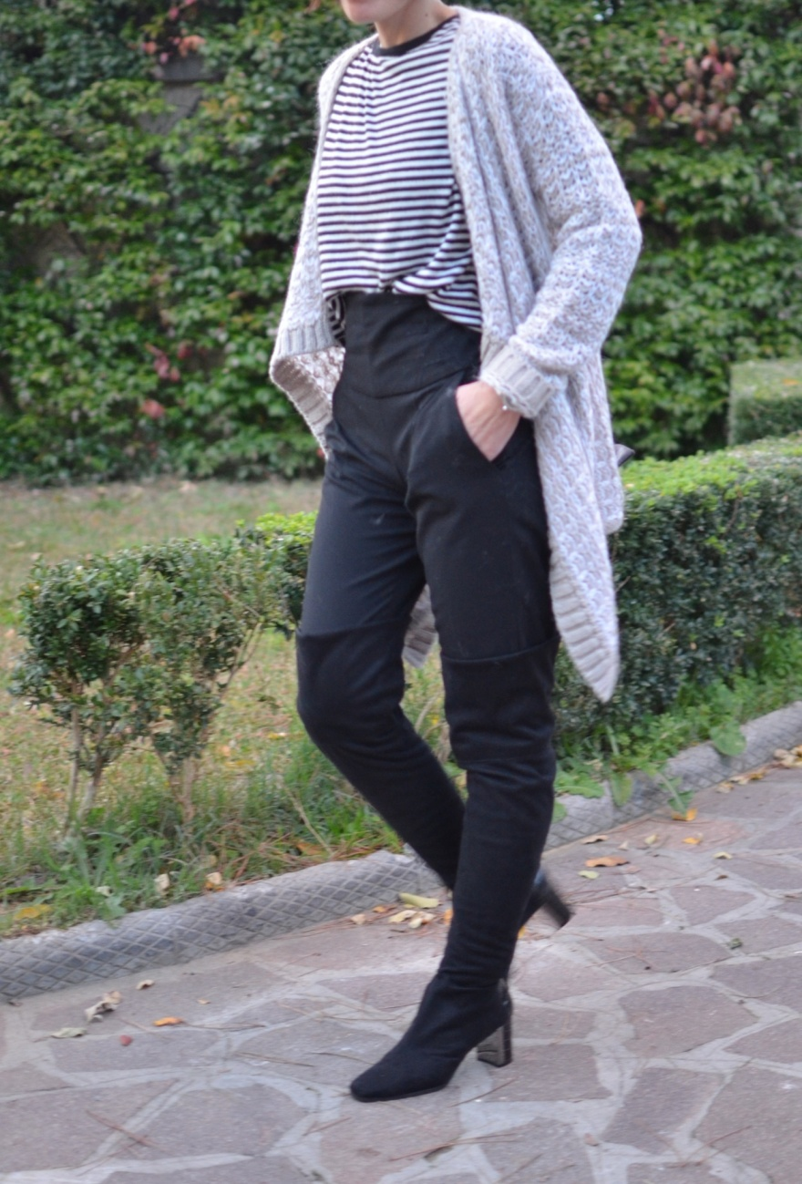 Pantaloni a vita alta, pantaloni Zara, maglione a righe bianchi e neri  maglione Zara, maglione largo Benetton, Benetton, united colours of Benetton, Max &co boots, stivali cuissard, mysouldress, Anastasia style, Vintage style,