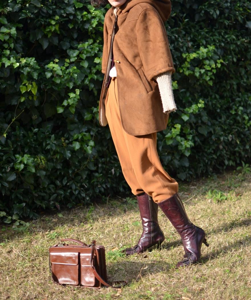 Vintage style, pantaloni marroni, brown pants, pantaloni alla zuava, camicia bianca, burgundy sweater, Zara Kids, Zara coat, montone, Gianfranco Ferré boots, burgundy boots, Zara, Anastasia style, italian fashion blogger, fashion blog, vintage blog, seni prosperosi