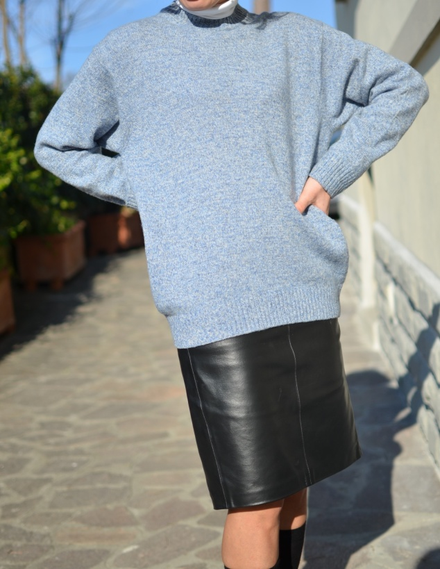 Sisley skirt, leather skirt, longuette di pelle, longuette nera, Benetton sweater, Zara sweater, Zara shoes, Asos coat, Gallo calzini, Anastasia style, vintage blog, italian vintage blog, Venezuela blog,
