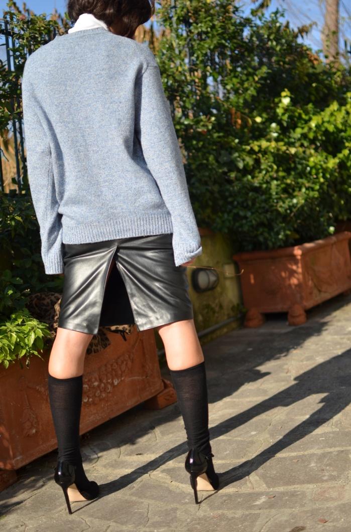 Sisley skirt, leather skirt, longuette di pelle, longuette nera, Benetton sweater, Zara sweater, Zara shoes, Asos coat, Gallo calzini, Anastasia style, vintage blog, italian vintage blog, Venezuela blog,