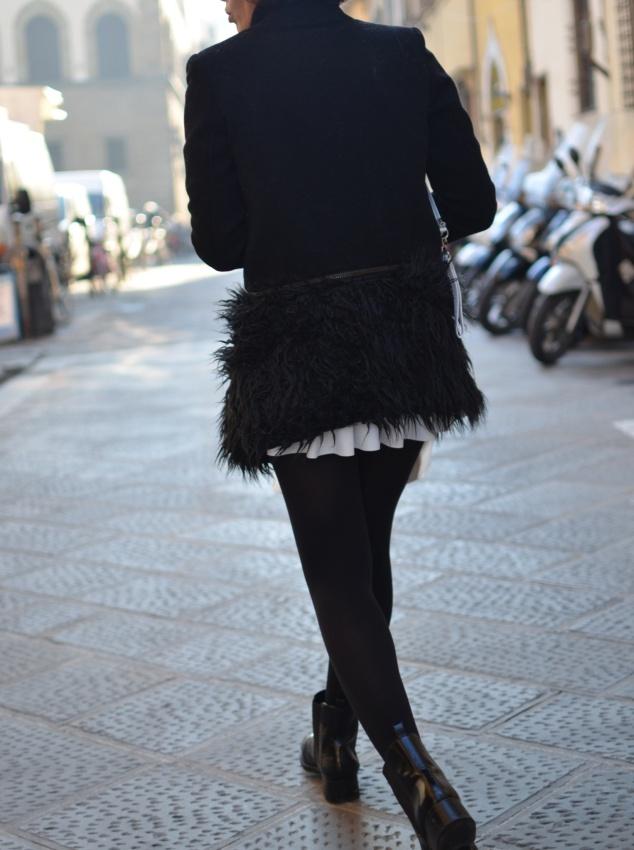 Gonna di neoprene,cappotto peloso, gonna  bianca, gonna Zara, Zara boots, stivaletti con la gonna, Cuoieria fiorentina bag, vintage style, vintage modo, italian fashion blog, italian blogger, vintage blog, Anastasia style, Florence,