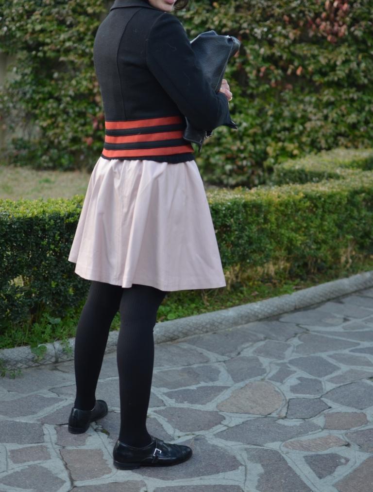 L'estero skirt, Pink skirt, H&M skirt, vintage jacket, rosso e rosa, come indossare il rosso con il rosa, H&M shoes, mocassini neri, mocassini e gonna, Calzedonia, vintage bag,  B&C sweater, B&C.