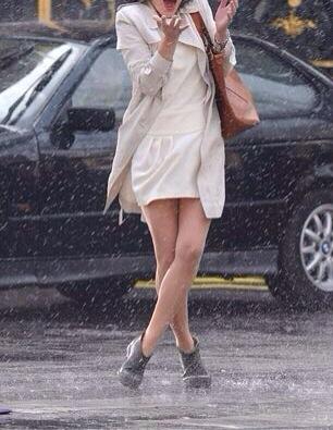 Looks for rain. Look p'er la 'pioggia, look da pioggia, come vestirsi quanto piove, street style, dal web, web selection. Looks web selection, anastasia style,