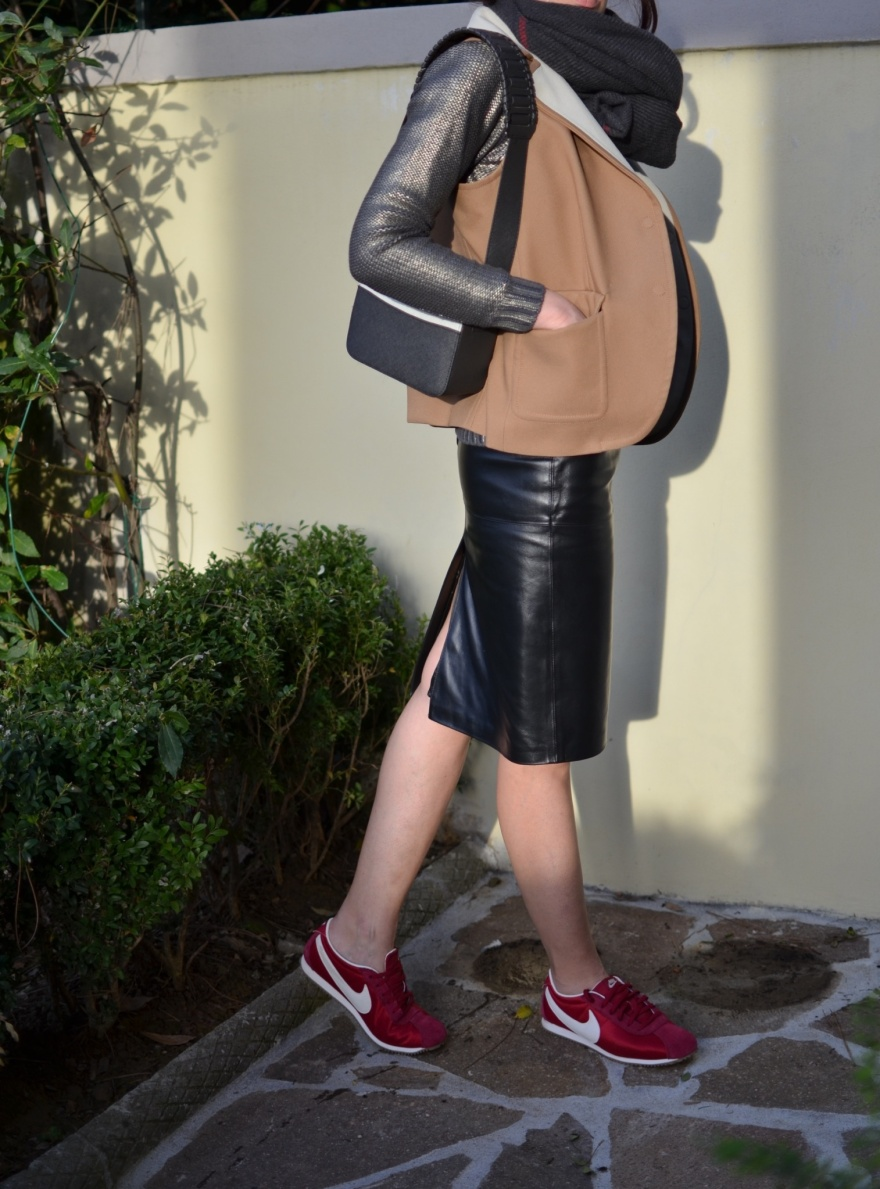Sneakers, Red sneakers, Nike, Nike sneakers, white bag, pantaloni dA uomo, Velvet jacket, mydailystyle, casual outfit, mysouldress. Florence, metallic sweater,H&M bag, Balenciaga gilet, leather skirt
