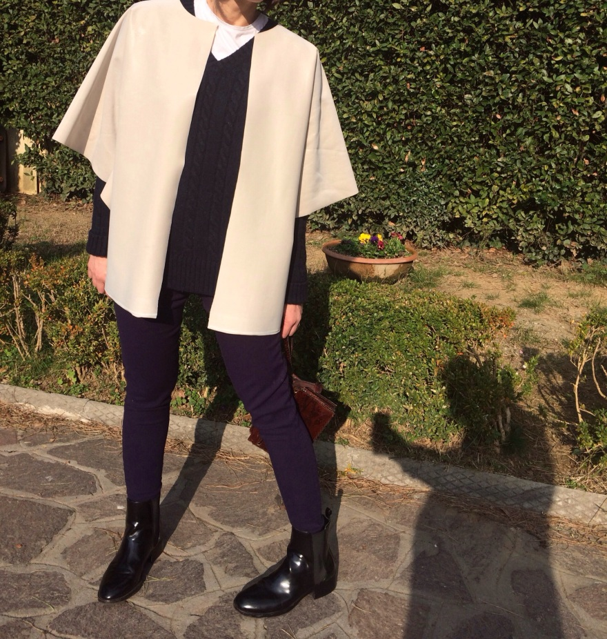 coat, oversize jacket, blue pants, blue sweater, myouldress collection, casual outfit, vintage blog, cheap outfit, very cheap outfit,  mysouldress style, italian fashion blog, italian blogger, oversize, Beige and blue, minimal outfit,  Zara boots, vintage bag