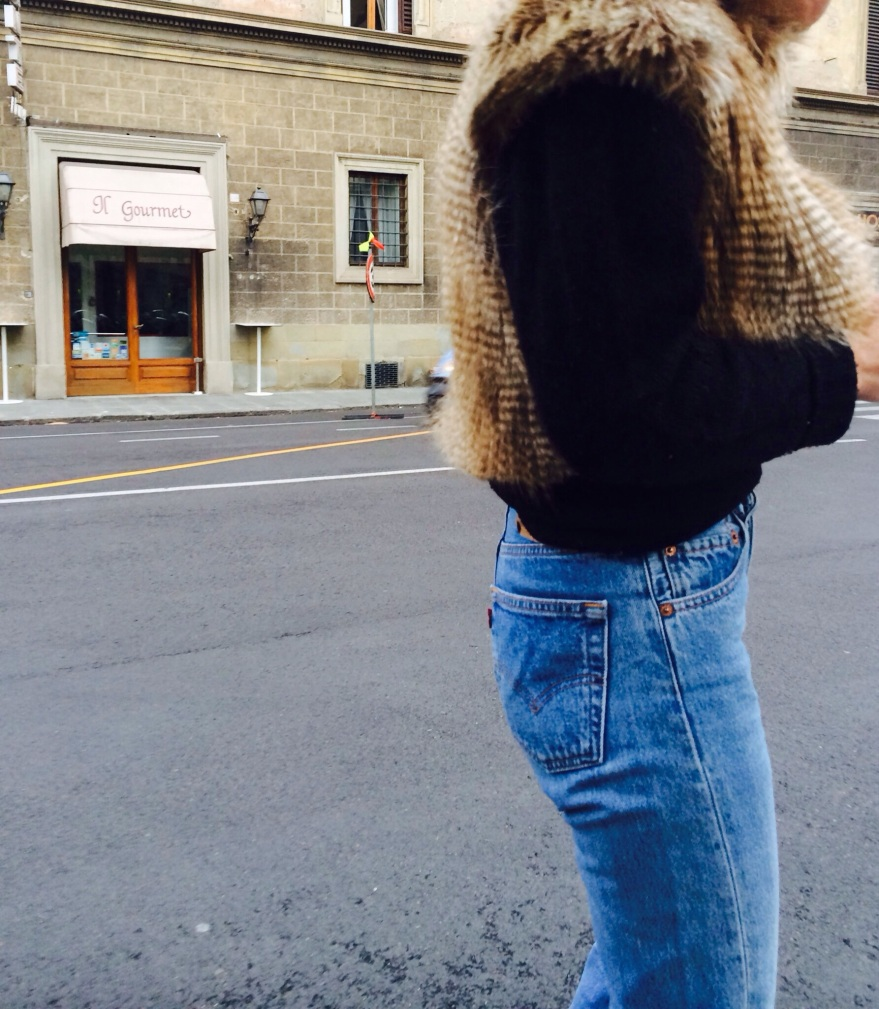Levi's 501, denim, levis, vintage denim, love levis fendi boots, hand made sweater, zuiki jacket, fur, mysouldress styel, anastasia style, vintage blog, italian blog, jeans a vita alta,  high waisted denim,