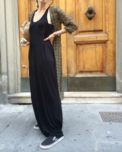 Mysouldress style, vintage blog, black dress, long black dress, H&M dress, vans slip on, emporio armani kimono, kimono, long kimono, anastasia style, scarf, foulard in testa, vintage scarf, fendissima bag, tracolla beige, vintage blogger, n the moment,
