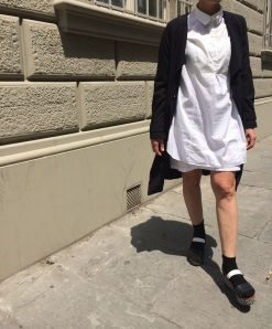 Mysouldress style, Anastasia style, black trench, black, H&M, Zara shoes, United colours of Benetton, white, white dress, sovrapposizione, sandali con plateau, mocassini neri, Emilio Cavallini, vintage blog, vintage blogger, vintage dress, fashion , style, Florence street style, summer dress.